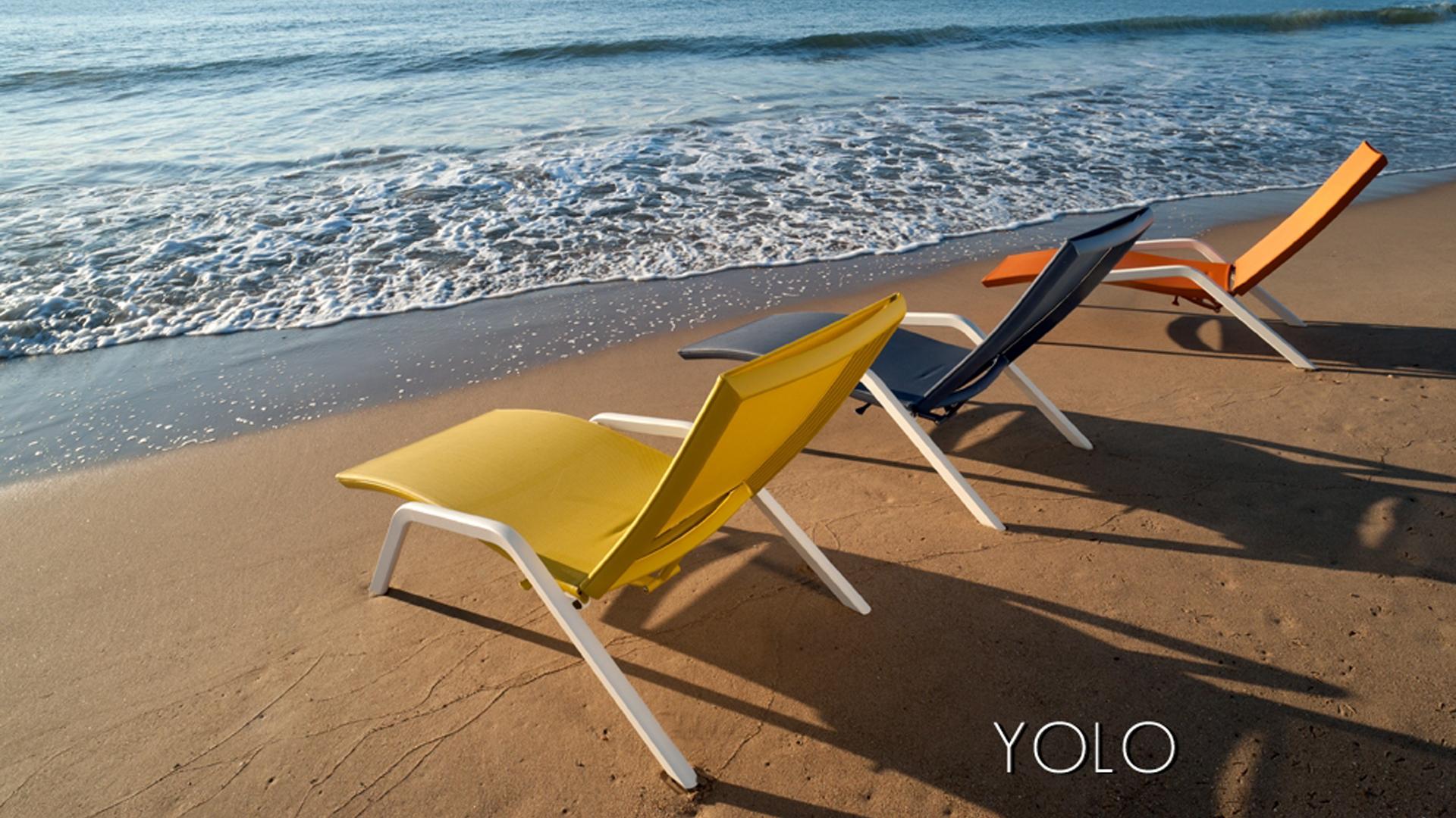 Le bain de soleil YOLO est une chaise longue designée par Claude Robin pour LES JARDINS AIX-EN-PROVENCE. Cette chaise longue est idéale pour l'ameublement extérieur, c'est une chaise longue de jardin, une chaise longue de piscine, une chaise longue de terrasse. Le bain de soleil YOLO convient parfaitement pour l'ameublement d'hotel. Cette chaise longue design dispose d'une originalité toute particulière grace à son système de réglage de dossier. L'inclinaison du dossier se modifie facilement par un levier situé sous le siège.